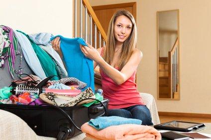kleider in koffer